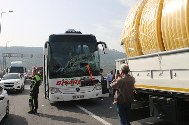 Otoyolda yolcu otobüsü tırla çarpıştı: 2 yaralı