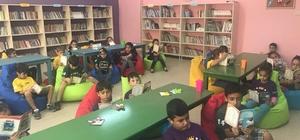 Yakapınar İlkokulu'na bin kitap