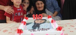 110 yaşındaki kadına doğum günü sürprizi Adana'da 11 çocuk, 37 torun, 71 torun çocuğu ve 4 torununun torunu olan 110 yaşındaki kadına ailesi doğum günü sürprizi yaptı Yaşlı kadının 80 yaşındaki oğlu Yakup Sönmez, bir elinde baston diğer elinde güller ile annesinin doğum gününü kutlamaya geldi Damadı Ziya Bulut, yaşlı kadının sülalesini unutmamak için bir deftere not aldığını belirtti