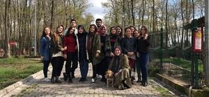SAÜ'lü öğrencilerden sahipsiz hayvanlar bakımevine ziyaret