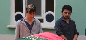 Dini nikahlı eşi tarafından öldürülen kadın toprağa verildi Gözü önünde öldürülen annesinin tabutuna sarılarak ağladı