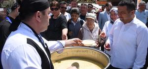 Muğla'da turistlere yöresel yemek ikramı