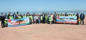 Edremit'teki Van Gölü sahilleri temizlendi
