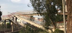 İzmir'de vincin çarptığı yaya geçidi çöktü