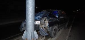 Yön tabelasına çarpan otomobil hurdaya döndü: 1 yaralı