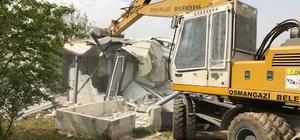 Bursa'da tarım arazisine yapılan kaçak ev yıkıldı