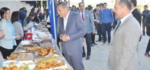 Başkan Özdemir Yunus Emre Anadolu Lisesi kermesine katıldı