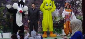 Gercüş'te çocuklar için tiyatro oyunu sahnelendi