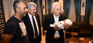 Prof. Dr. Hatipoğlu yeni doğan bebeğin ismini koydu