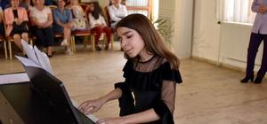 Minik piyanistlerden 23 Nisan konseri