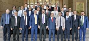 MATSO'dan Ankara Çıkarması MATSO heyeti Antalya milletvekilleri ve TOBB Başkanı Rifat Hisarcıklıoğlu'nu ziyaret ederek Oda üyeleri ve Manavgat'la ilgili talepleri içeren dosya sundu.