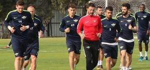 T.M. Akhisarspor, ara vermeden Göztepe hazırlıklarına başladı Okan Buruk: İlk finalimiz Göztepe ile yapacağız