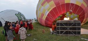 Afrin'deki Mehmetçiklerin çocukları Pamukkale'de balon turu yaptı