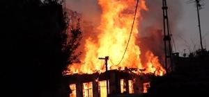 İtfaiyeci yanan evin çöken duvarı altında kalmaktan son anda kurtuldu Bursa'da korkutan yangın