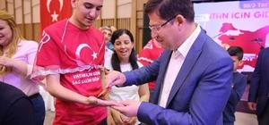 Merkezefendi Belediyesinden 'Vatan İçin Gidin, Sağ Salim Dönün' projesi Asker adaylarına Merkezefendi Belediyesi, içerisinde 22 parça eşya olan çanta hediye etti