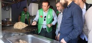 Canik Belediye Başkanı Genç, Afrin halkına yemek dağıttı