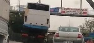 Adana'da aşırı yük taşıyan kamyonlar tehlike saçtı Midibüs taşıyan kamyonet pes dedirtti
