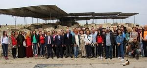 Aydın'da turizm hareketliliği başladı 17 yıldır kazıları devam eden Kadıkalesi gençlere tanıtıldı