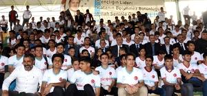 TÜGVA'dan 972 öğrenciye forma dağıtımı