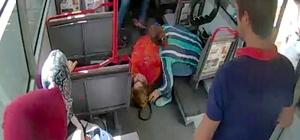 Otobüste kalp krizi geçiren kadın hastaneye yetiştirildi Oturduğu koltuktan yere düşen kadını gören şoför kapıları kapatıp hızla hastanenin yolunu tuttu Durumu fark eden diğer otobüs şoförü takip edip kadına ilk yardımı yaptı Daha önce ambulansta görev yapan şoför, kadının boğazına kaçan dilini çıkardı