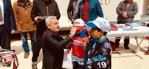 Nisan ayında kayak yapıp madalya kazandılar