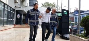 """Bursa'daki """"köstebek"""" yakalandı 11 eve giren 'köstebek' lakaplı hırsız kıskıvrak yakalandı Hırsızın tırmanarak eve girdiği anlar güvenlik kamerasına yansıdı"""