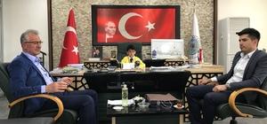 Makamına oturup başkana talimat verdi.