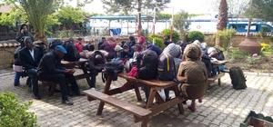 İnsan kaçakçıları yol kenarına bırakıp kaçtı Çanakkale'de 27 kaçak göçmen yakalandı