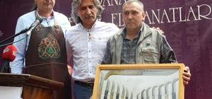 Tapan bıçağı Adana'nın coğrafi simgesi olacak Vali Yardımcısı Mustafa Yavuz, tapan bıçağının Adana'nın coğrafi işareti olması için Türk Patent ve Marka Kurumu'na başvuruda bulunduklarını açıkladı Adana 3. Geleneksel El Sanatları Festivali başladı