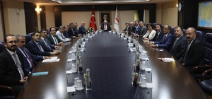 MTSO Heyeti Ankara'dan müjdelerle döndü Yeni seçilen MTSO Meclis Başkanı Hamit İzol ile Yönetim Kurulu Başkanı Ayhan Kızıltan başkanlığındaki heyet, Kalkınma Bakanı Lütfi Elvan'ı Ankara'da ziyaret etti