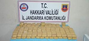 Hakkari'de eroin operasyonu Kaçan şahısların bıraktığı çuvallarda 46 kilo 953 gram eroin ele geçirildi