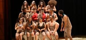 SAÜ'lü öğrenciler Hayvan Çiftliği oyununu sahnelediler
