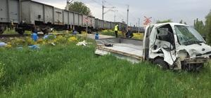 Tavşanlı'da yük treni ile kamyonet çarpıştı: 1 yaralı