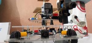(Özel haber) Askerler ölmesin diye savaş robotu yaptılar Liseli öğrenciler silahla ateş eden robot üretti