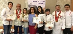"""Esenyurt Üniversitesi madalyaları topladı Afyonkarahisar'da üniversiteler arası yemek yarışması Biri Yunanistan'dan olmak üzere 7 üniversiteden öğrencilerin oluşturduğu takımlar yarıştı İstanbul Esenyurt Üniversitesi 6 kategoride 5 öğrenci ile yarışmaya katıldı İstanbul Esenyurt Üniversitesi Aşçılık Bölümü Program Başkanı Sultan Yüksekkaya; """"Heyecanın bol olduğu bir yarışma izledik"""""""