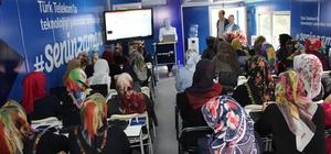 Türk Telekom Teknoloji Seferberliği Projesi Adıyaman'da kadınlarla buluştu Türk Telekom Adıyaman'da interneti anlattı