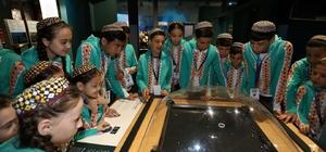 Dünya çocukları Bilim Merkezi ve Kağıt Müzesi'ni gezdi