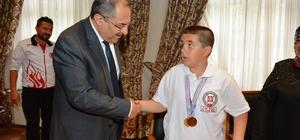 Başarılı sporculardan Vali Kaban'a ziyaret