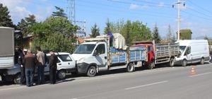 Minibüs park halindeki 4 araca çarptı: 1 yaralı