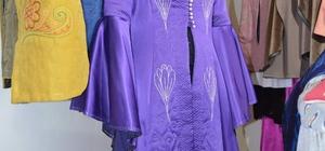 Türkiye'de ilk kez Trabzon'da elbiselere işlenmeye başlandı Yorgancılık sanatındaki nakış işlemeler giysilere uyarlandı Günümüzde kaybolmaya yüz tutmuş el sanatları arasında yer alan yorgancılık, moda sektörü sayesinde ayakta kalacak Yorgan işlemeleri elbiselerde hayat bulacak