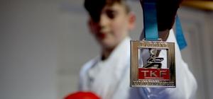 Halk Eğitim Merkezi'nin açtığı karate kursundan Türkiye Şampiyonluğu'na Giresun'un Yağlıdere ilçesinde açılan Halk Eğitim Merkezi Kursu ile tanıştıkları sporda karate branşında Türkiye Şampiyonu oldular Türkiye'yi Balkan Şampiyonası'nda temsil edecek olan sporcularda hedef şampiyonluk