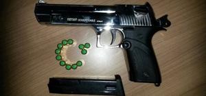 Jandarma denetimlerde ruhsatsız tabanca ele geçirdi