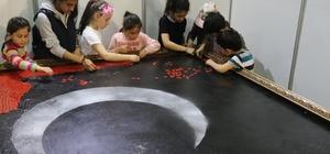 23 Nisan çocukları dev Türk Bayrağı için kolları sıvadı