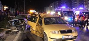 Düğün konvoyunda zincirleme trafik kazası: 22 yaralı Kazada can pazarı yaşandı Kaza nedeniyle Çorum-Kırıkkale karayolu bir süre trafiğe kapatıldı