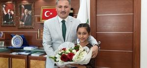 Belediye Başkanı Çakır koltuğunu Kevser Bucak'a devretti