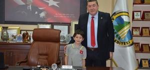 Başkan Tekin'den 23 Nisan Ulusal Egemenlik ve Çocuk Bayramı mesajı