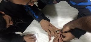 Parmağına sıkışan yüzüğü itfaiye çıkardı