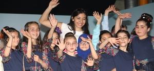 23 Nisan etkinliklerinde işitme engelliler için konser verdiler
