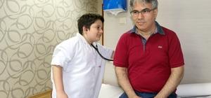 Çocuklar bir günlüğüne doktor oldu