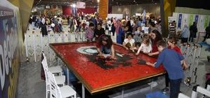 20 bin mozaikten oluşan Türk Bayrağını 1920 çocuk tamamladı